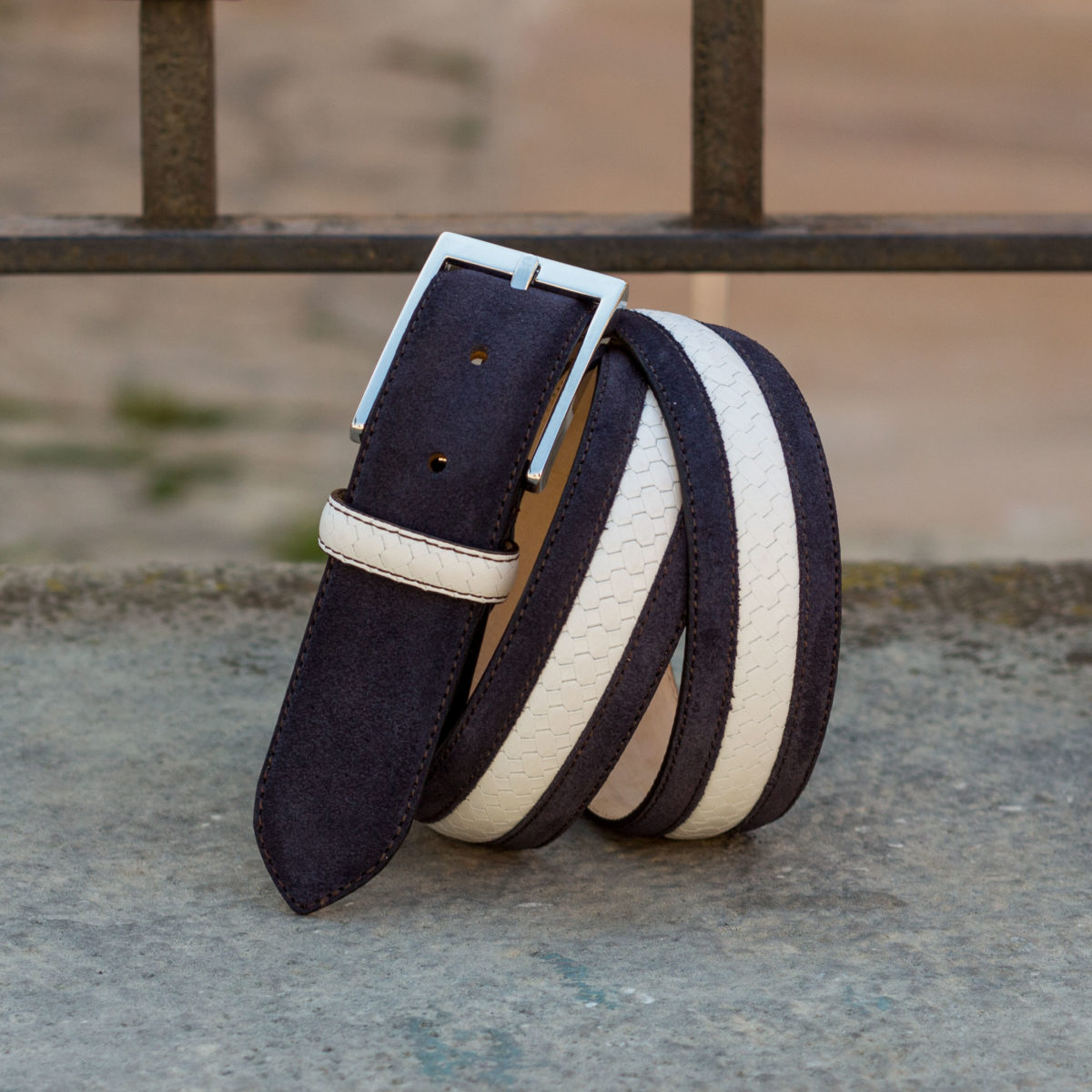 Front view of model Anton, navy blue suede, white braided box calf, stone nubuck, niquel buckle Golf BespokeShoes