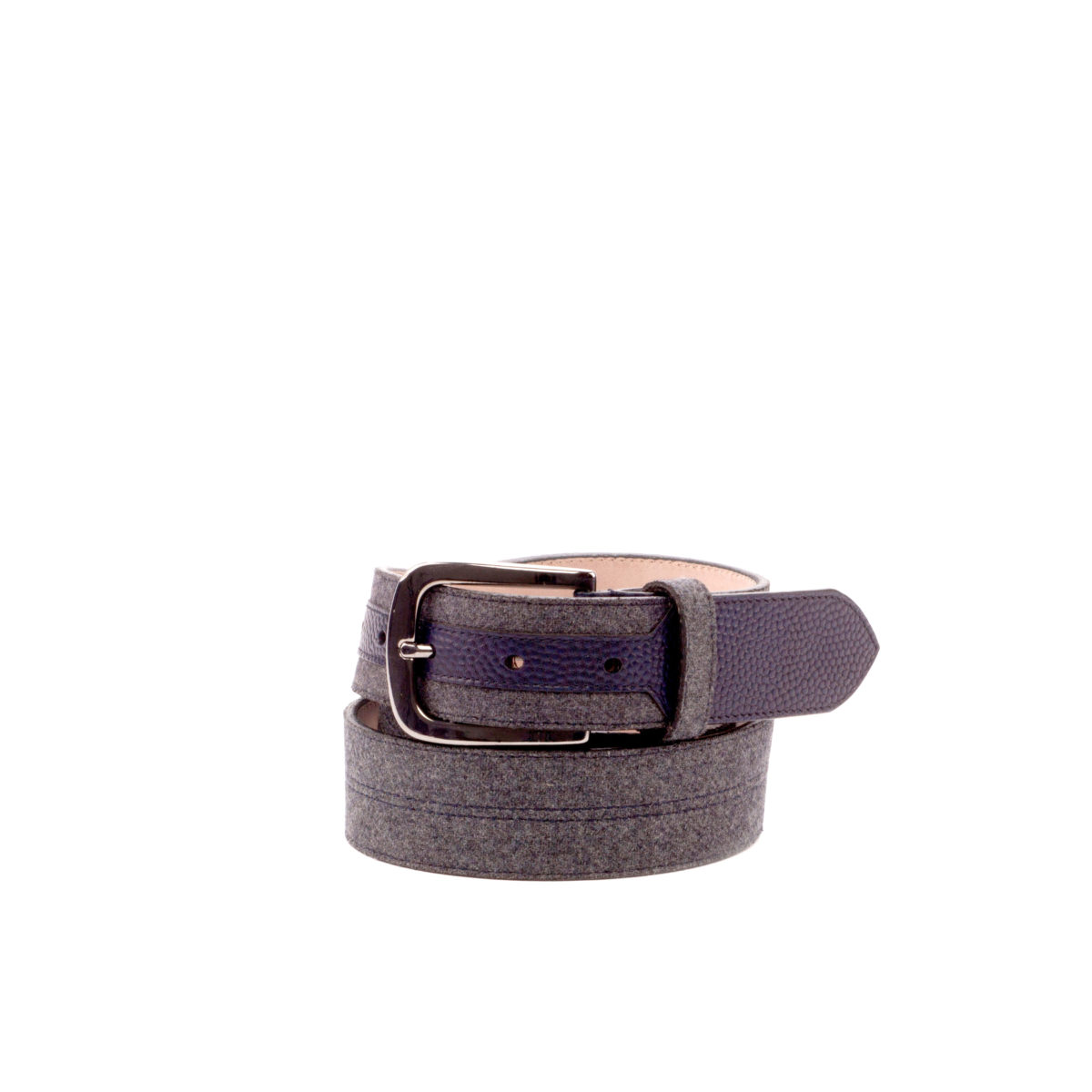 Side view of model Athania, navy blue painted pebble grain, flannel light grey, stone nubuck, graphite buckle Golf BespokeShoes